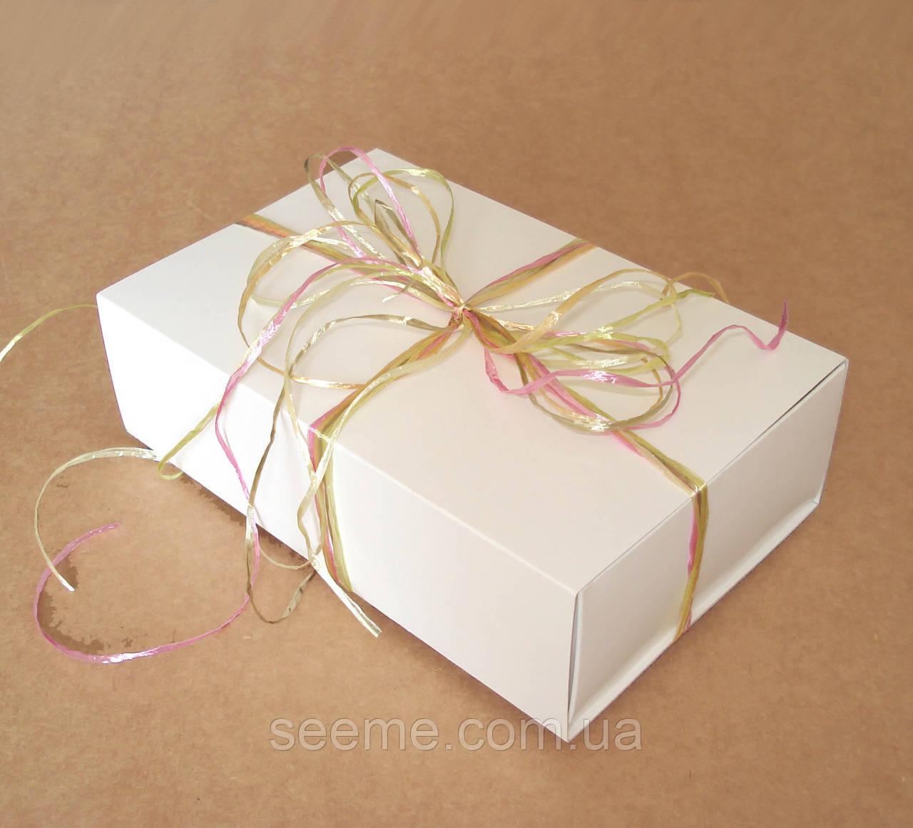 Коробка подарункова для 10-12 macarons 170х110х50 мм з вкладкою-роздільником