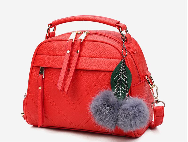 Женская сумка красная с пушком