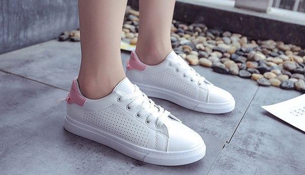 d93bf58d Белые кроссовки для девушек за доступной ценой с розовым задником, цена 330  грн., купить в Житомире — Prom.ua (ID#788029082)
