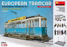 Европейский трамвай с вагоновожатым, кондуктором и пассажирами. 1/35 MINIART 38009