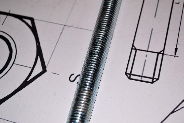 Шпилька М27 DIN 975 с левой резьбой