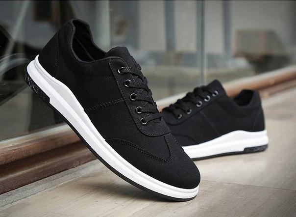 Легкие мужские черные кроссовки