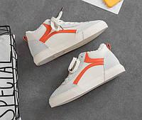 Низкие белые кроссовки с мехом и оранжевой полоской
