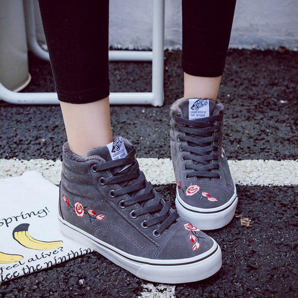 f05aa32e Заказать Серые зимние кроссовки с вышивкой дешево | Оригинальные ...