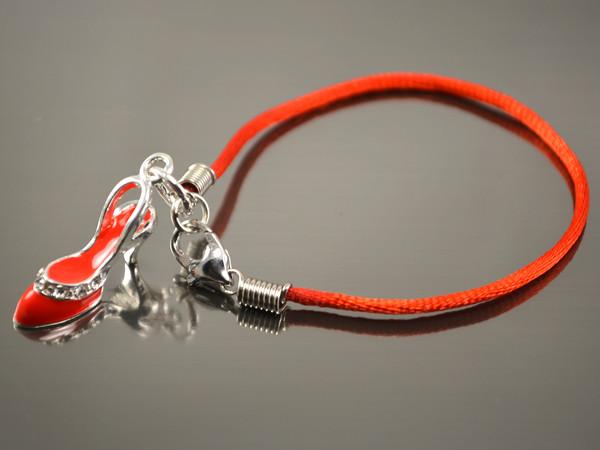 Красный браслет от сглаза с Туфелькой
