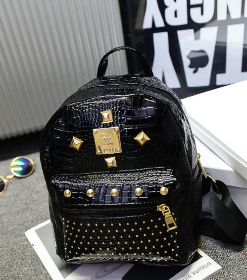 Рюкзак маленький школьный городской черный  Модный Высота 25 см. С заклепками.
