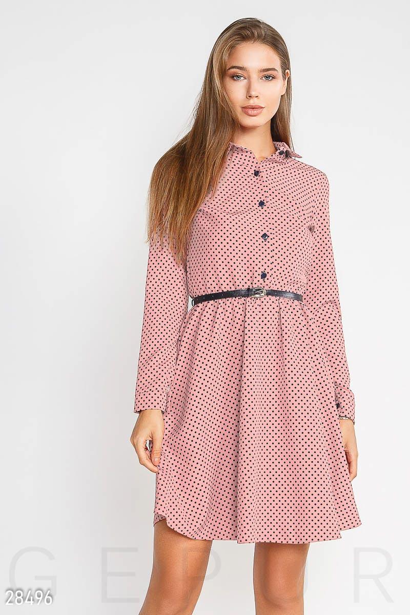 Розовое платье в синий горошек с отложным воротником