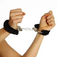 Пухнасті металеві наручники для закоханих Party Чорні / Меховые пушистые наручники любимым Пати Черные