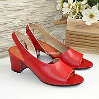 Женские кожаные босоножки на невысоком каблуке, цвет красный, фото 1