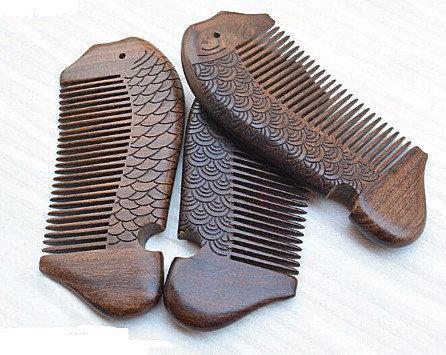 Гребень для волос из сандала натурального Рыбка