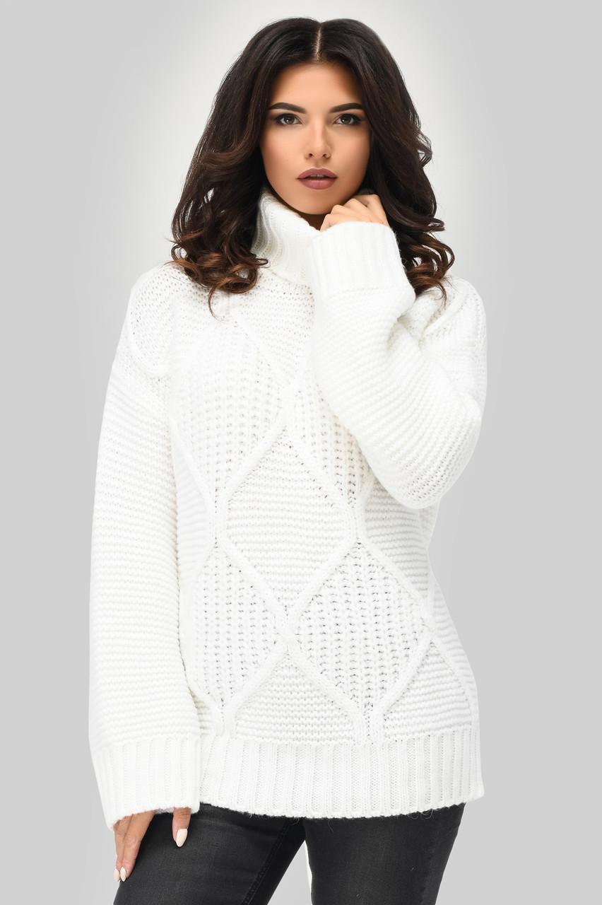 Вязаный женский свитер под горло белый