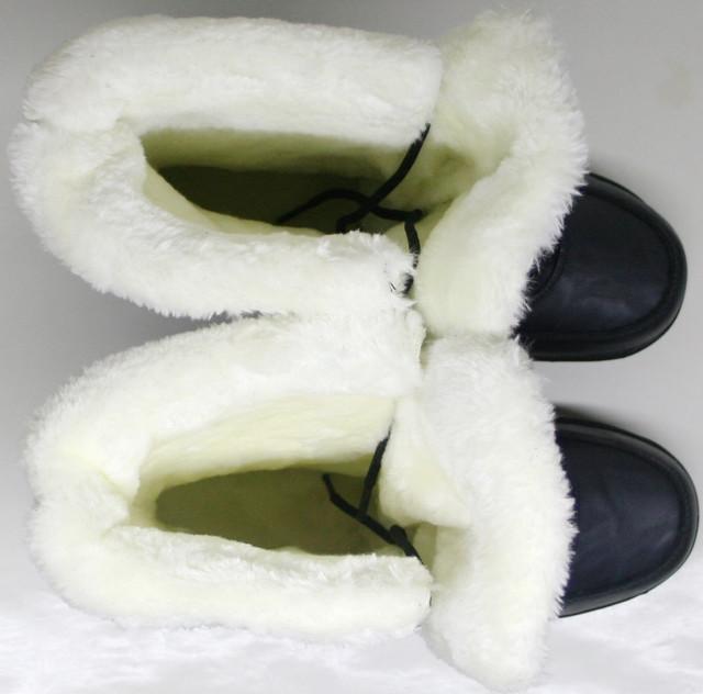 Ботинки кроссовки шьют из натуральной темно серой кожи и синего мембранного текстиля.