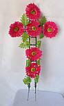Крест с цветами ритуальный, гербера с зеленой срединой, фото 2