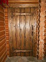 Двери под старину с деревянной ручкой