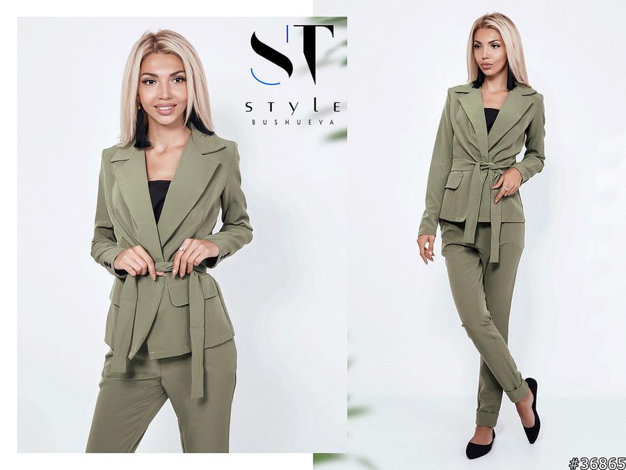 Елегантний брючний костюм: піджак без застібки і прямі брюки з вилогами