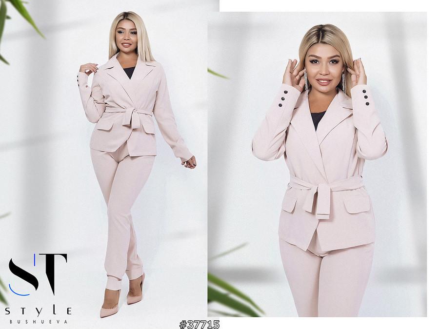 Элегантный брючный костюм: пиджак без застежки и прямые брюки с отворотами, полубатал