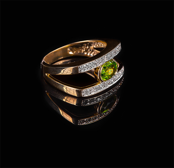 Золотое кольцо с бриллиантами и хризолитом С22Л1№29