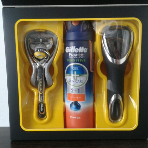 Набор для бритья мужской Gillette Fusion Proshield Станок + Чехол + Гель Fusion Proglide sensitive 170 мл.