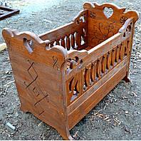 Детская кроватка под старину ( с декоративным резблением и удобной шухлядкой)