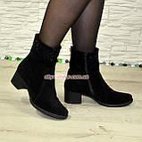 Ботинки замшевые демисезонные на невысоком каблуке, декорированы накаткой камней, фото 4