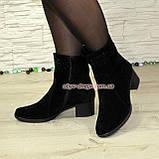 Ботинки замшевые демисезонные на невысоком каблуке, декорированы накаткой камней, фото 5