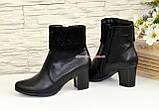 Женские черные кожаные демисезонные ботинки на каблуке, декорированы стразами, фото 4