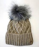 Зимова жіноча шапка з одворотом і хутряним бубоном. Повністю на флісовій підкладці. Кава з молоко