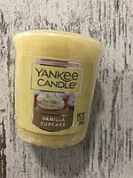 """Свеча ароматическая """"Ванильный капкейк"""" Yankee Candle"""