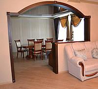 Арки, колоны, нестандартные конструкции, двери деревянные.