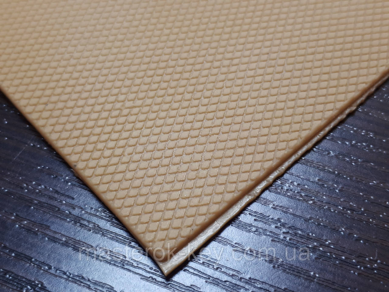 Полиуретан подметочный Ромбик 300*150*2мм цвет карамель