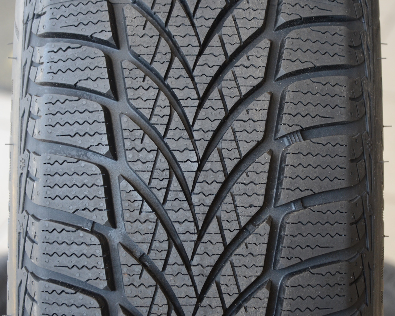 205/55R16   Good Year UG Ice 2 94T XL (Польша 2018г)