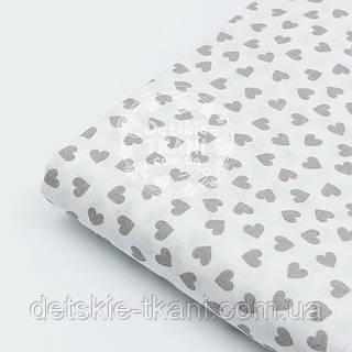 Лоскут ткани № 799 с серыми мини сердечками на белом фоне