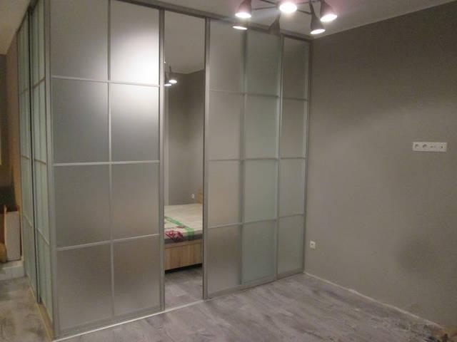 Угловая стеклянная конструкция 1