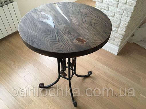 Круглый стол со вставками эпоксидной смолы