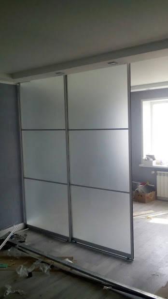 Перегородка из алюминия с белым матовым стеклом -1