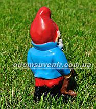 Садовая фигура Гном с оленем малый, фото 3