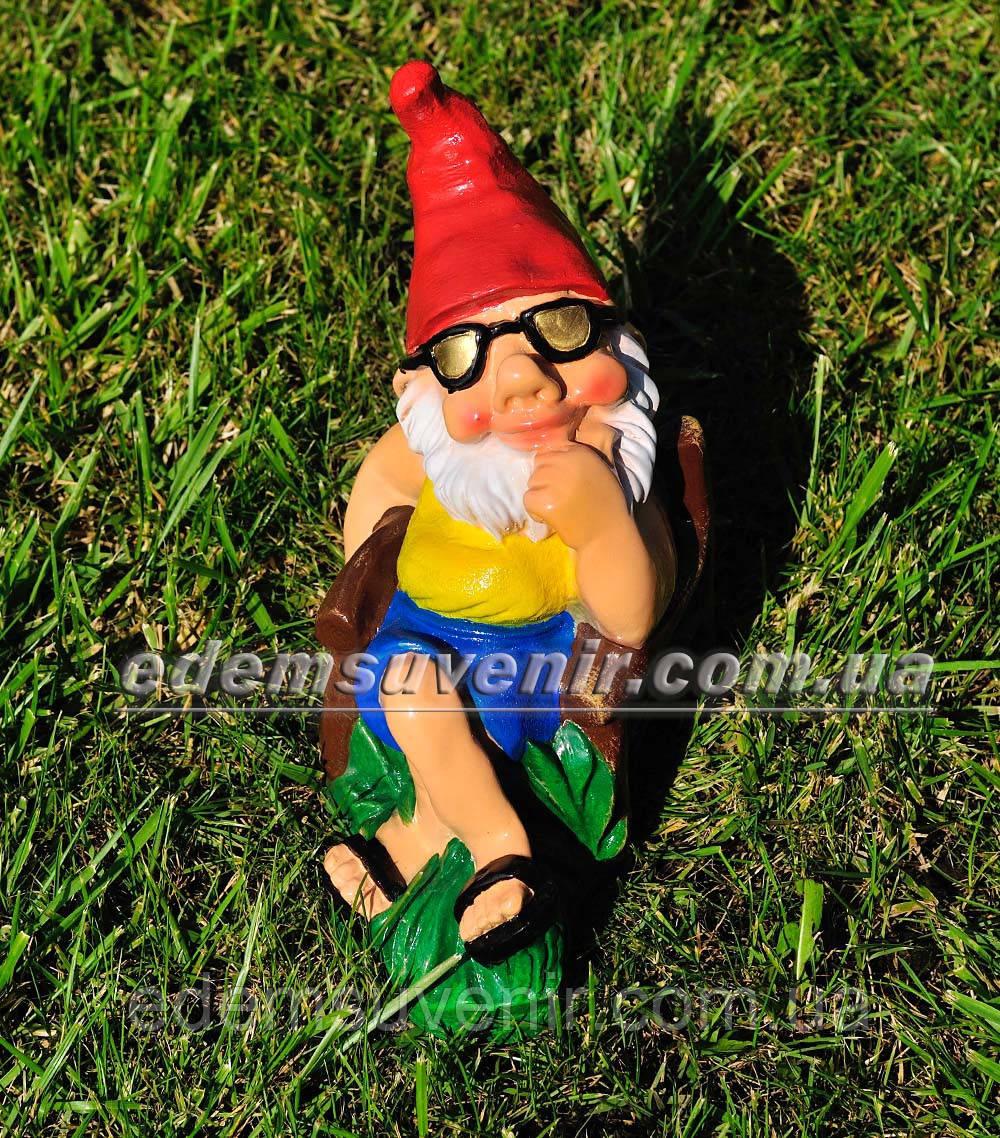 Садовая фигура Гном на отдыхе малый