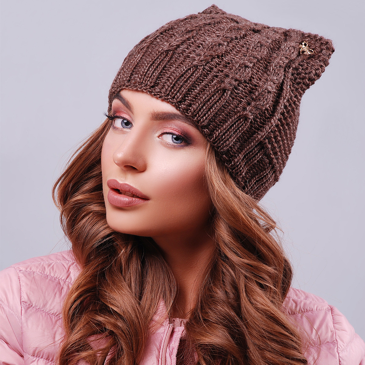Жіноча коричнева шапка з вушками