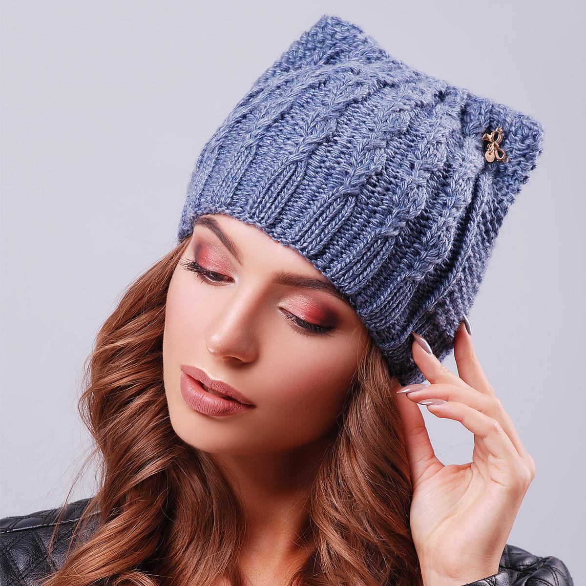Молодежная шапка с ушками вязаная теплая
