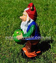 Садовая фигура Гном с яблоком малый, фото 2