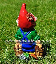 Садовая фигура Гном с ведрами малый, фото 3