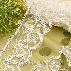 Кружево с бантиками и ромбами ванильного цвета, ширина 10 см.