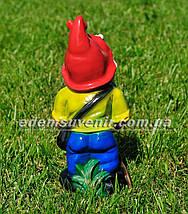 Садовая фигура Гном с бабочкой малый, фото 3