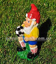 Садовая фигура Гном футболист малый, фото 2