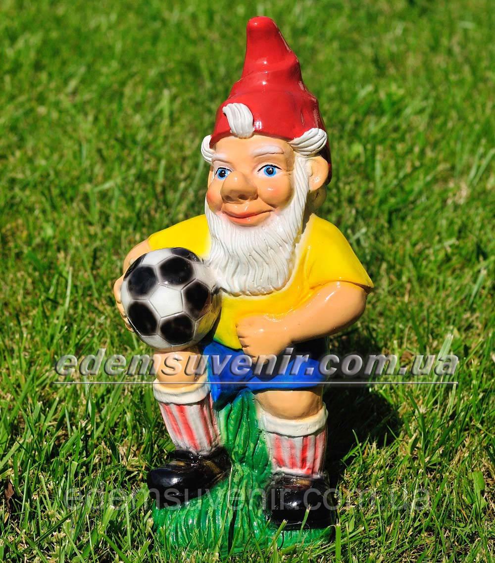 Садовая фигура Гном футболист малый
