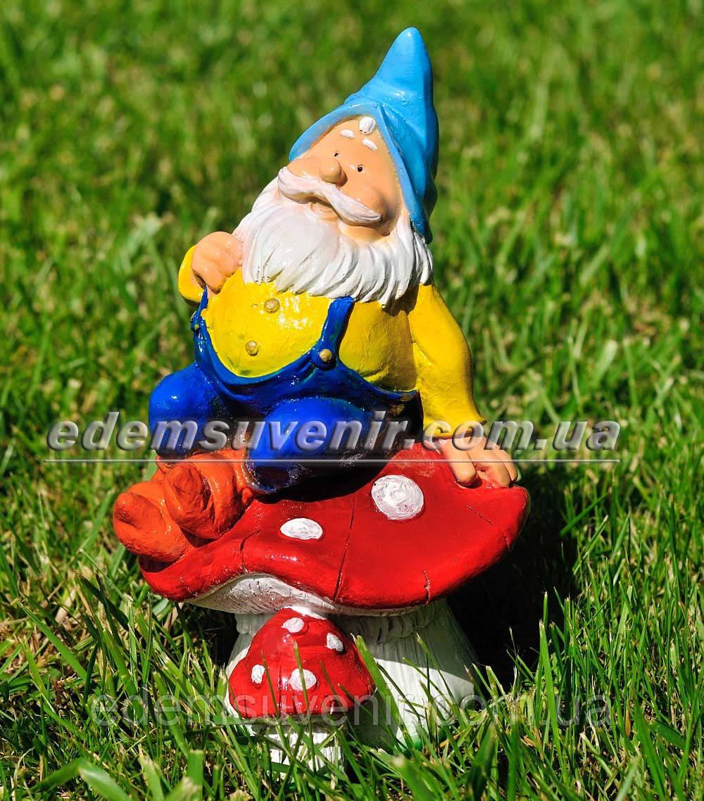 Садовая фигура Гном на грибе малый