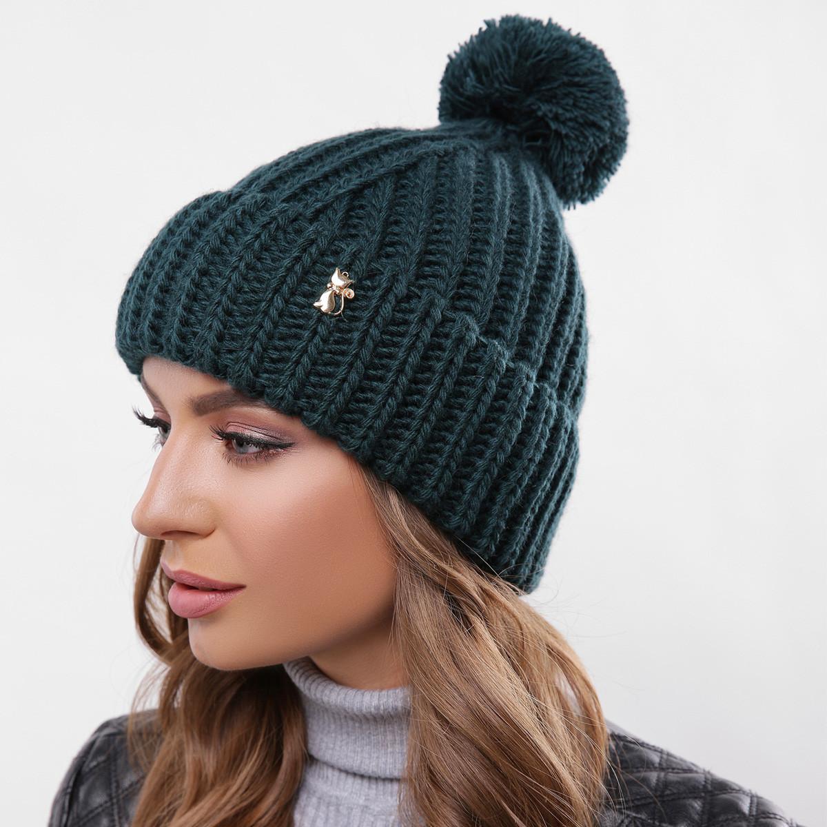 Модна в'язана шапка з відворотом