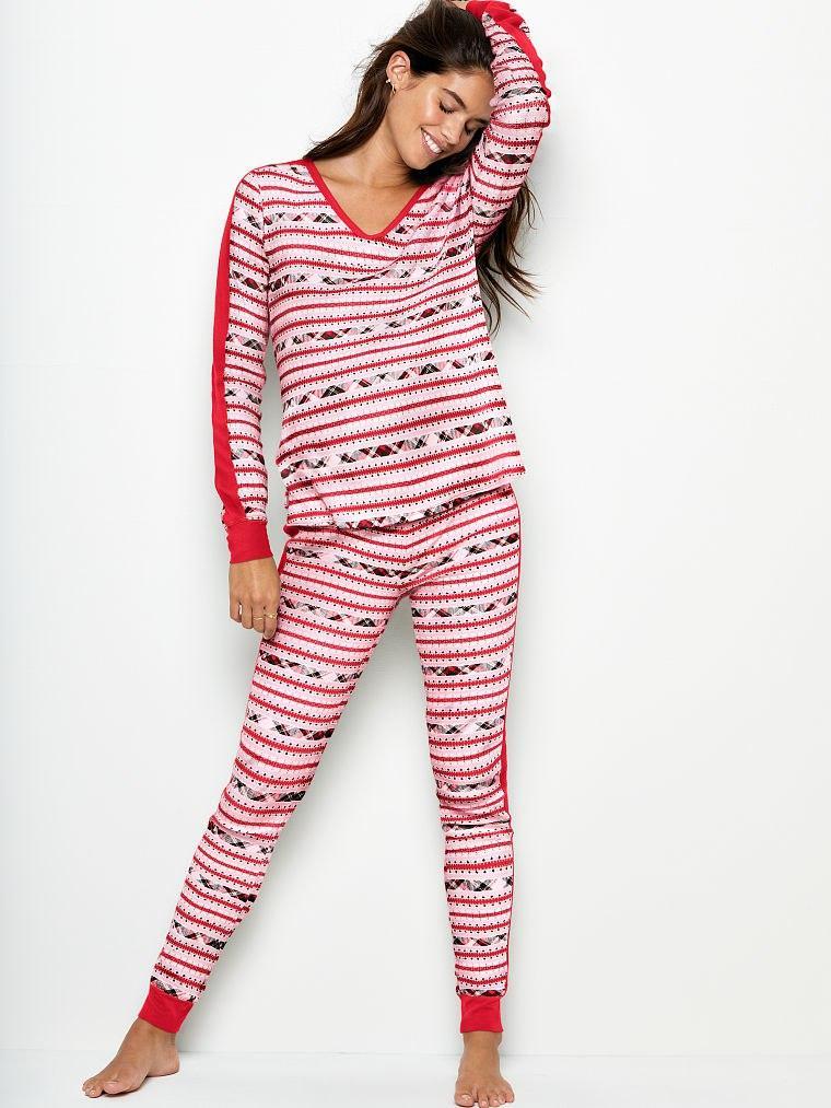 Пижама Victoria's Secret красная в орнаметы