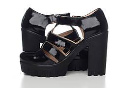 Женские туфли- босоножки лакированные с закрытым носком и задником