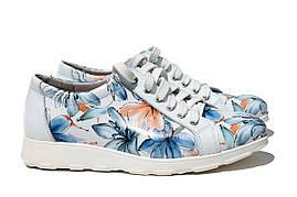 Белые спортивные кроссовки с цветочным принтом
